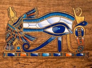Ojo-de-horus-en-un-pairo-egipcio